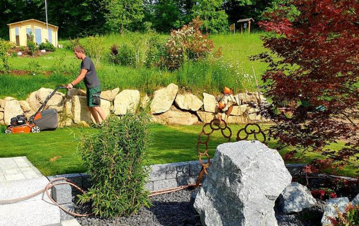 Gartenbau Schiegl Mäharbeiten und Gartenpflege
